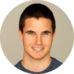 Robbie Amell Profile Pic