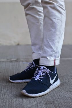 official photos d009d 634fd The reason so many people like the Roshe Run is because of its versatility.  It comes in so many different styles—from red, blue, black, even camouflage.