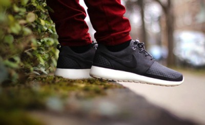 Nike Roshe Run 2 Flyknit 365 Triple Black Unboxing Video at