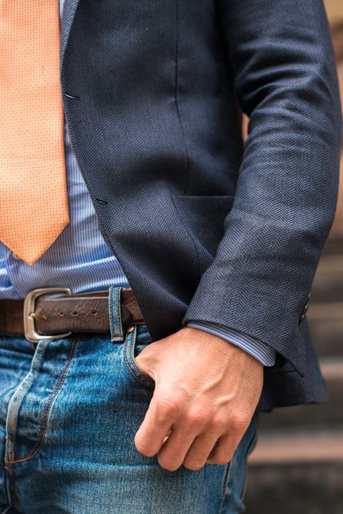 how to wear a tie with jeans