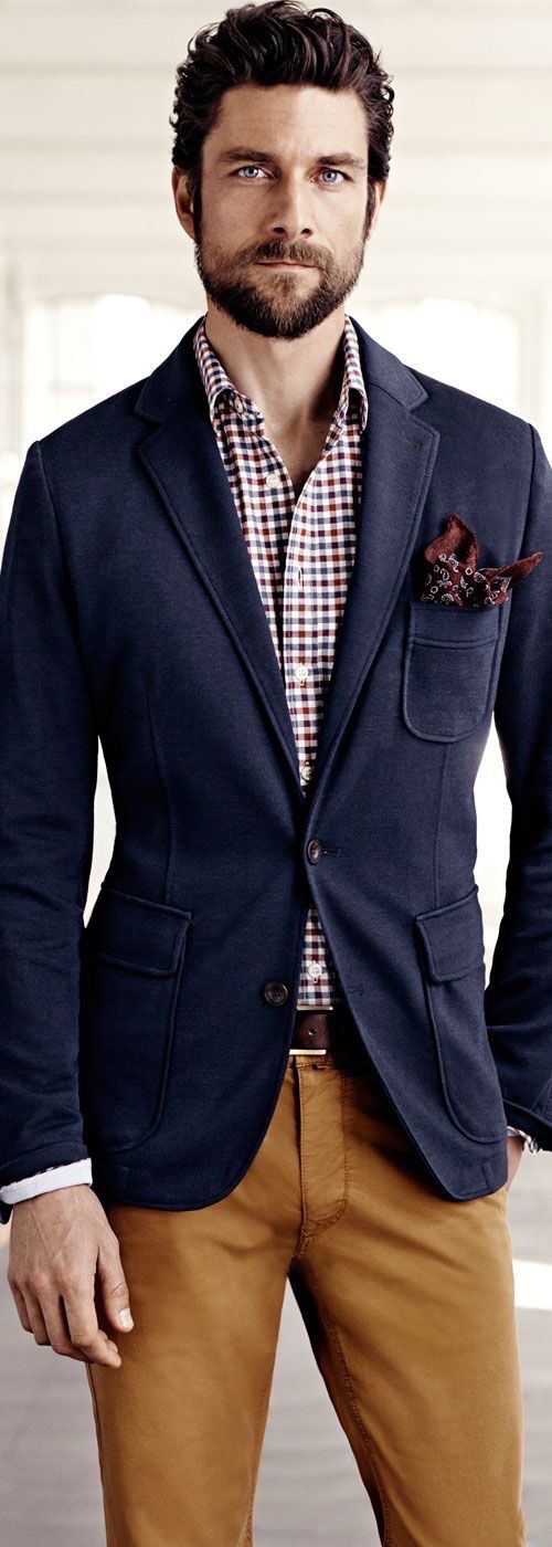 A men's navy blazer becomes weekend worthy when buttons are more prominent. Take to the high seas, setting sail with nautical buttons adorning the design. Stay cool in the hot sun by switching out the wool or cashmere of dressy blazers for the linen or cotton of more casual sport coats.